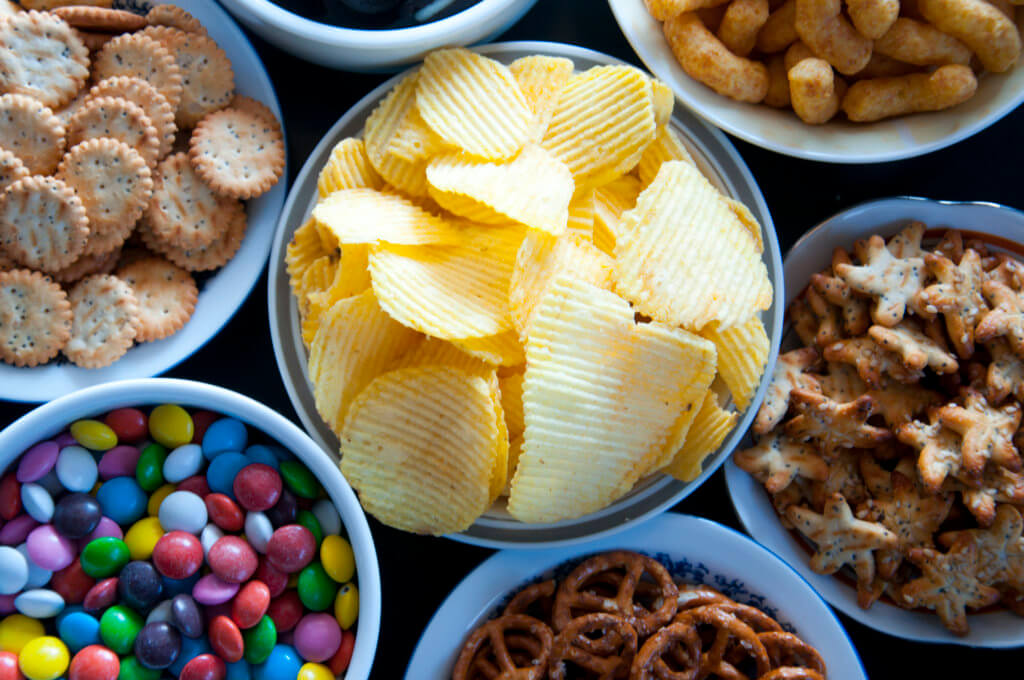 junk food like potato chips and sugary crackers that has a high glycemic index.